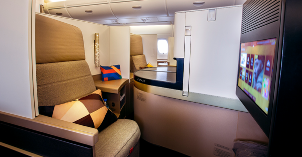 10 Longest Business Class Flights: Etihad Business Class Flight Abu Dhabi - Los Angeles. SkyLux - Discounted Business and First Class Flights